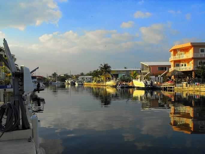 Relax and enjoy in this waterfront home with tranquil backyard crystal clear water canal - Florida Keys Splendor at Hammer Point - Tavernier - rentals