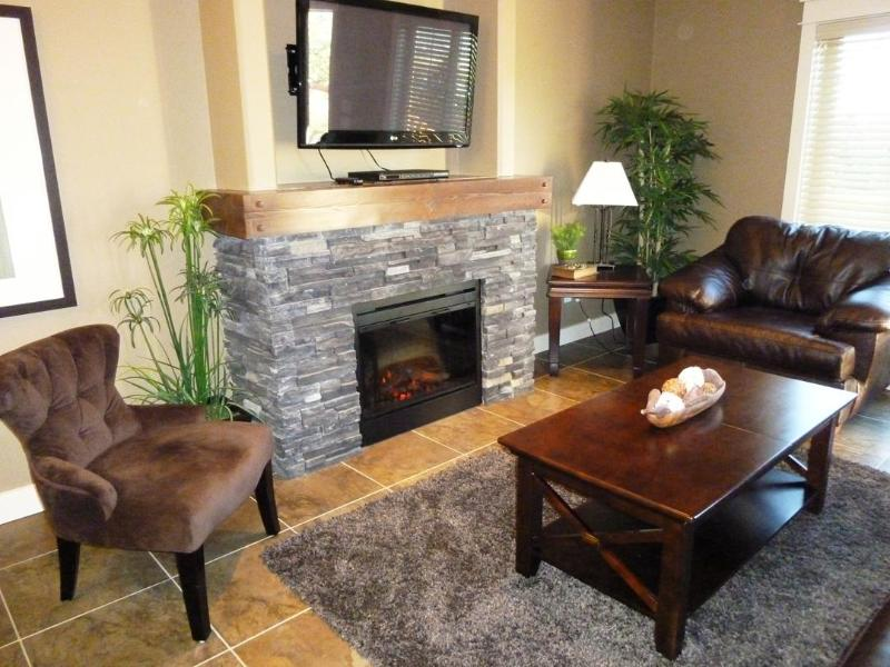 Cozy Living Room with Fireplace - Quiet Mountain Retreat with Amazing View - Invermere - rentals