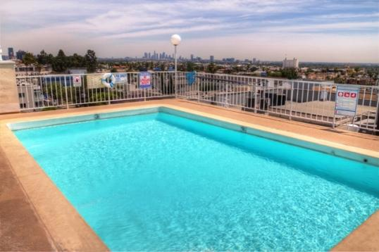 Rooftop Pool - Comfort & Ease For Your Travels :-) - Los Angeles - rentals