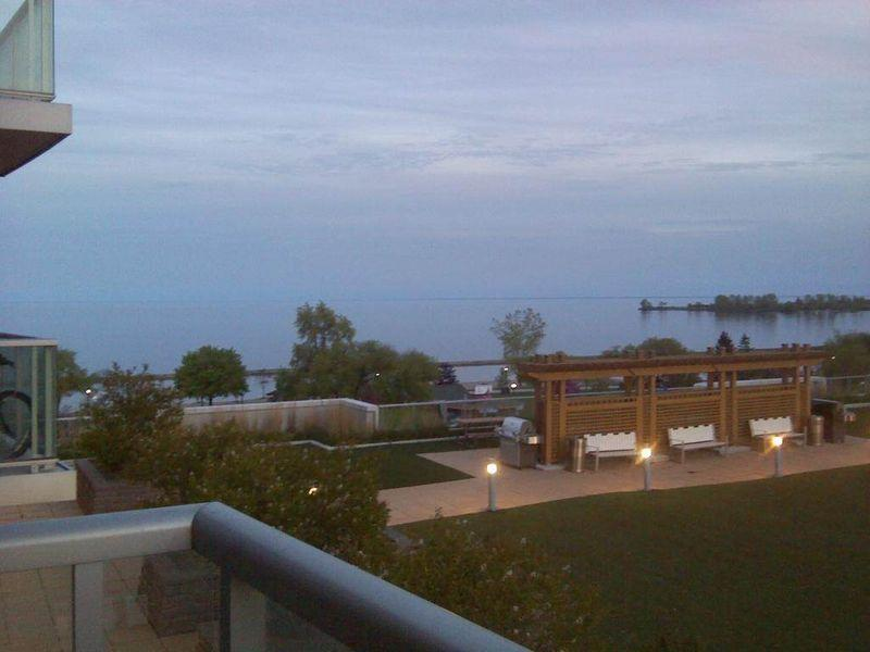 Executive Stay at Parkside On the Lake (Lakeshore & QEW) - Image 1 - Toronto - rentals