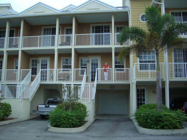 Luxury townhouse , in a secluded beachside resort - Image 1 - Ruskin - rentals