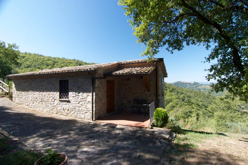 La Porcilaia - Perfect for Two - 1Br Stone Cottage with romantic view and a pool - Montone - rentals
