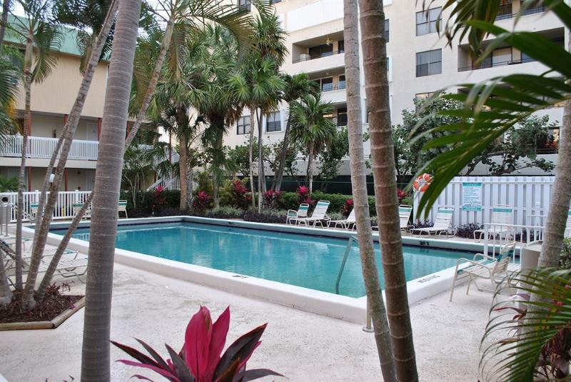 Heated Pool - Beach apartment. - Pompano Beach, FL - Pompano Beach - rentals