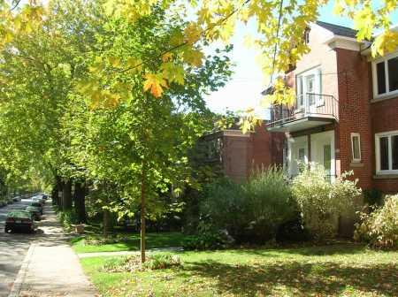 View of the apartment, from the street. - Sunny room with balcony /w 2 bicycles - Montreal - rentals