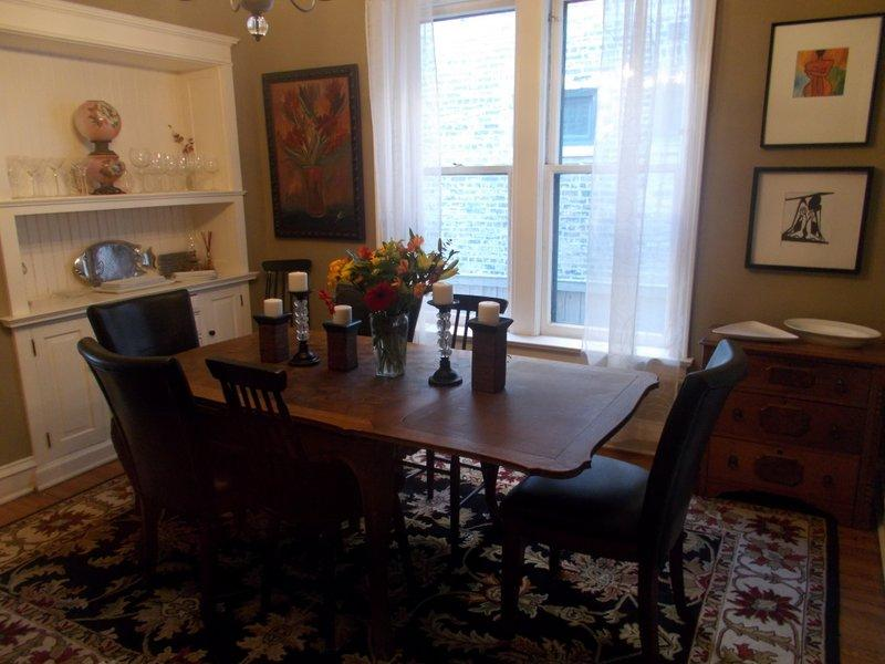 Formal Dining For Eight - Teri's Chicago Guest House * Clark Suite - Chicago - rentals