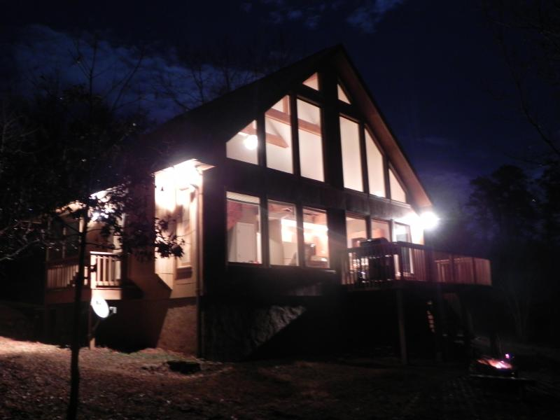 Light the night up roasting marshmellows by the firepit - Long Range Mountain views, Hot tub, Firepit, PS3 - Clarkesville - rentals
