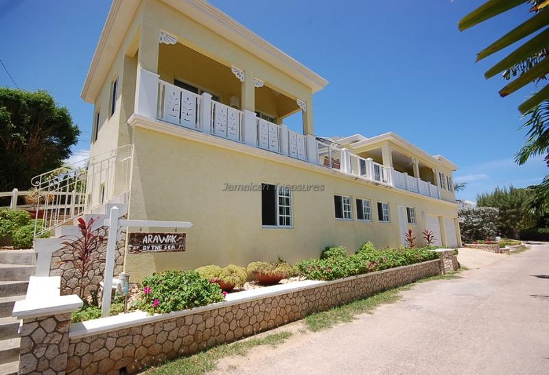 65 STEPS TO BEACH!! STAFF! SECURITY! Arawak - Image 1 - Silver Sands - rentals