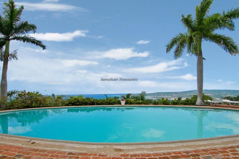 BEACH MEMBERSHIP! POOL! BUTLER! VIEWS! Drambuie - Image 1 - Montego Bay - rentals