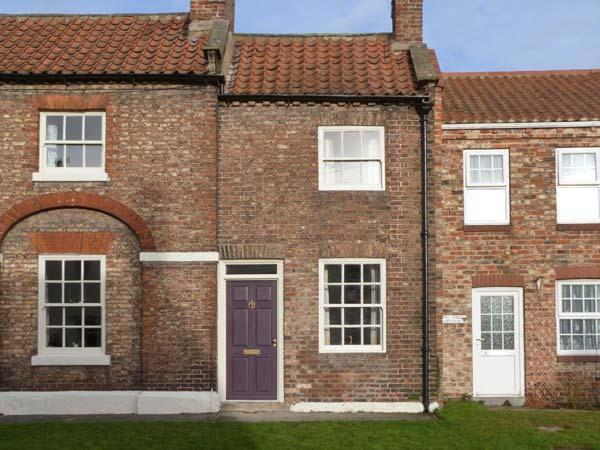 CHAPEL COTTAGE, period stone cottage, open fire, enclosed courtyard, in York, Ref 28836 - Image 1 - York - rentals