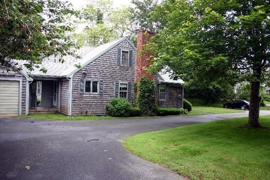 Immaculate 3 Bedroom Home in Chatham - 19 Locust Lane - Image 1 - Chatham - rentals