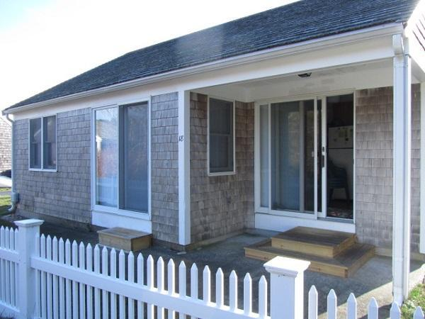 "Light & Bright ""Wellfleeter"" Cottage (1689) - Image 1 - Wellfleet - rentals"