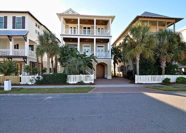 Elegant 4 bedroom home located on Lake Christina, with Gulf view's - Image 1 - Destin - rentals