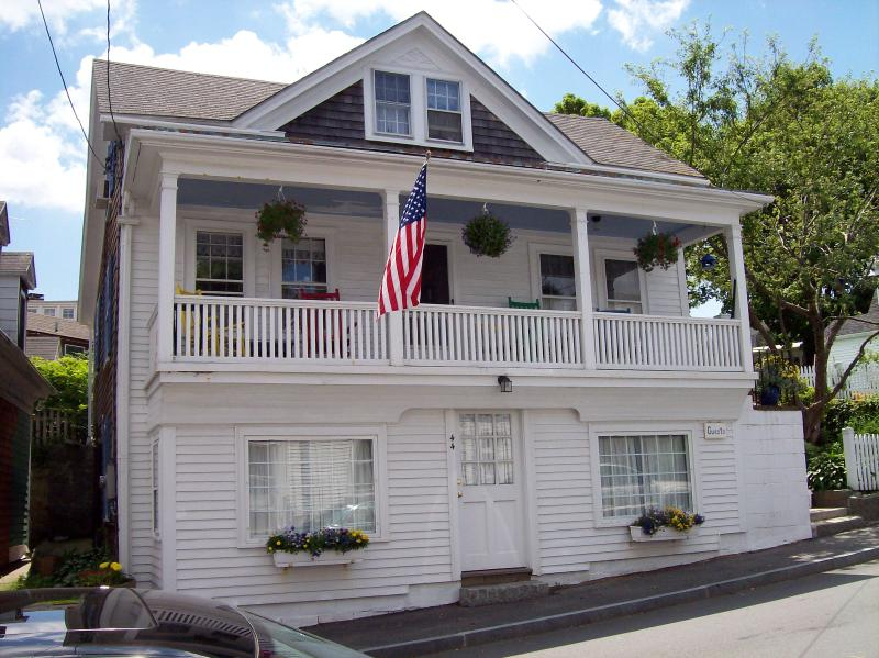 Ground floor studio by beach & village shops - Quaint Seaside Village Studio Steps  From Beach - Rockport - rentals