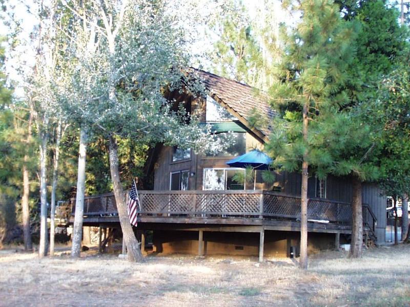 Back side of cabin from fairway - Yosemite - Pine Mountain Lake - Groveland - Cabin - Groveland - rentals