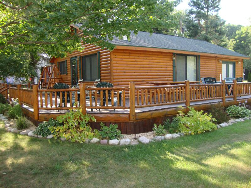 Log Cabin with wrap around porch - Log Cabin with LakeView frontage - Lewiston - rentals