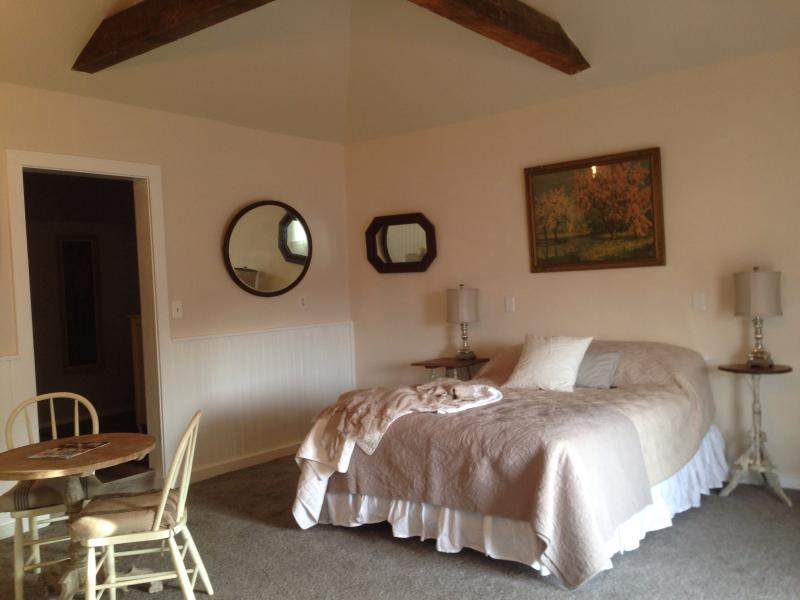 The main room of the cottage - Downtown Sonora Cottage - Sonora - rentals