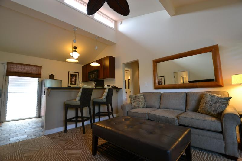 Upstairs condo is nice and bright - 2 bedroom\2 bath condo located in heart of Lahaina - Lahaina - rentals