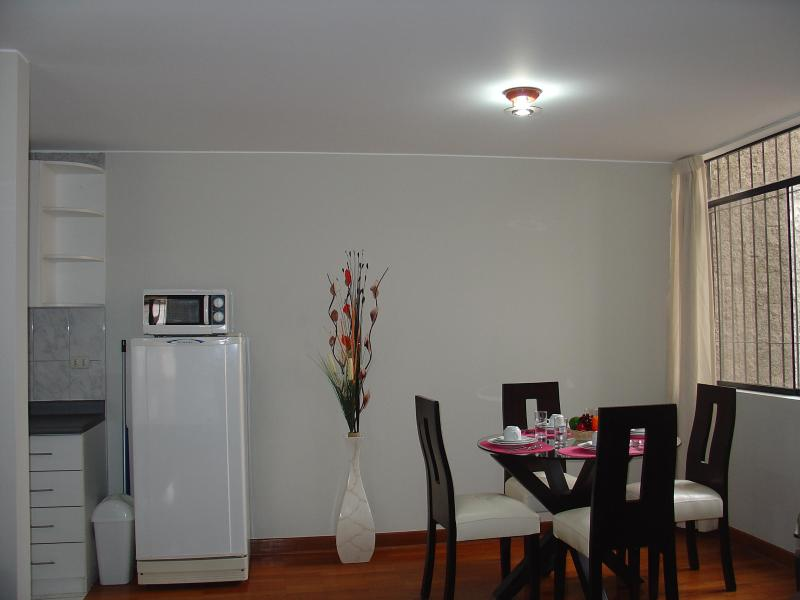 Dining Room - FULLY FURNISHED 1-BEDROOM APARTMENT MIRAFLORES 202 - Lima - rentals