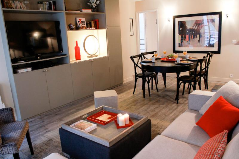Excellent Eiffel Tower- 2 bedroom apartment - Image 1 - Paris - rentals