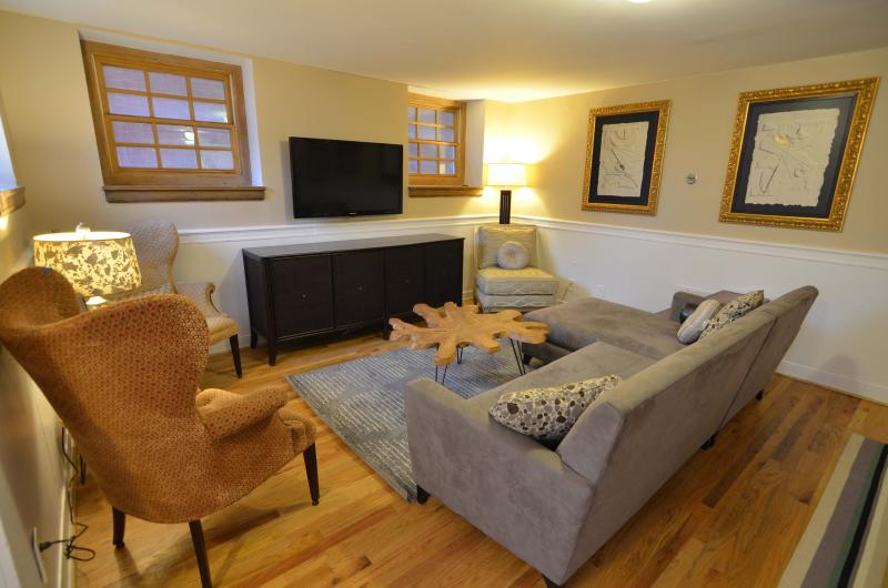 Best Location in DC! Sleep 8 for the Price of 2! - Image 1 - Washington DC - rentals