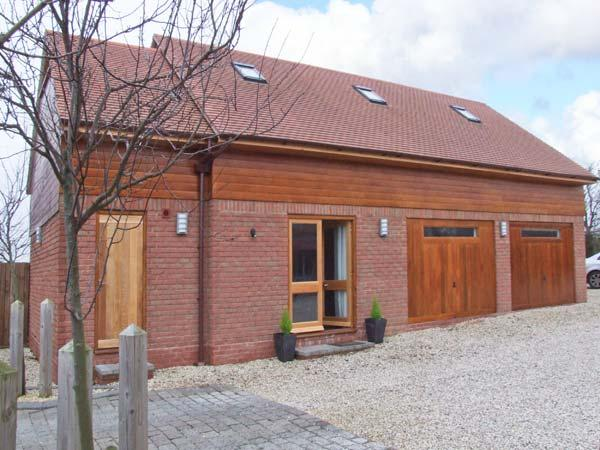 OWL'S HOOT, all ground floor, off road parking, ideal for couples and families, in Stratford-upon-Avon, Ref 904549 - Image 1 - Stratford-upon-Avon - rentals