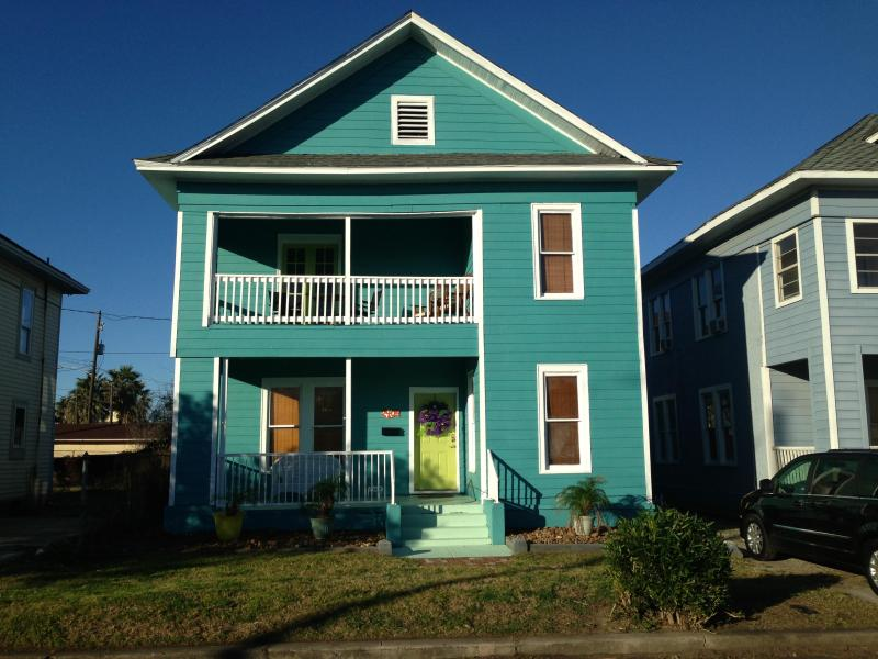 You'll fall in love the moment you see the Blue Wave Beach House! - Blue Wave Beach House - 1 Block from Beach! - Galveston - rentals