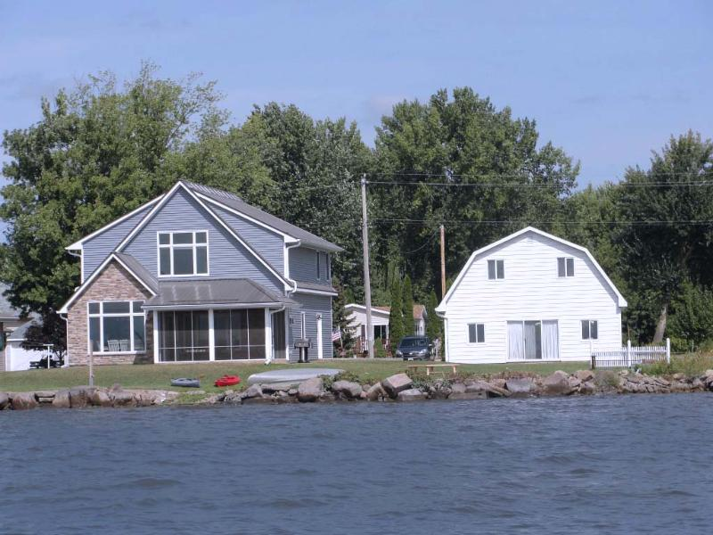 Lake Poygan Rental Cottage - County Hwy H, Tustin (Fremont) WI - Image 1 - Poy Sippi - rentals