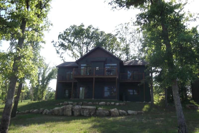 Trophy Run Resort Lakeside 4 Bedroom Elegant Cabin - Image 1 - Branson - rentals