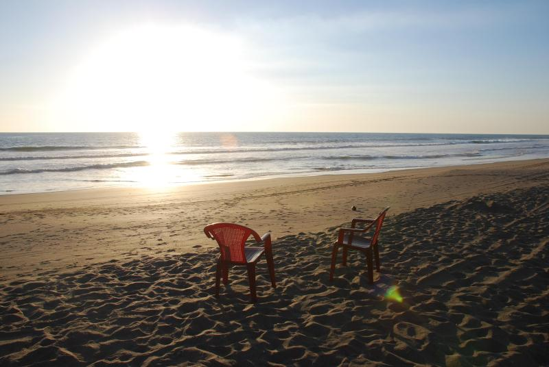 Sunset tradition - Beach House Right on the Ocean! - Poneloya - rentals