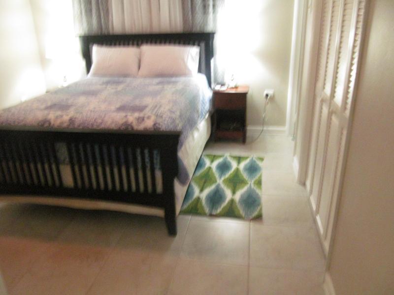 Bedroom - City Central Apartment - Kingston - rentals
