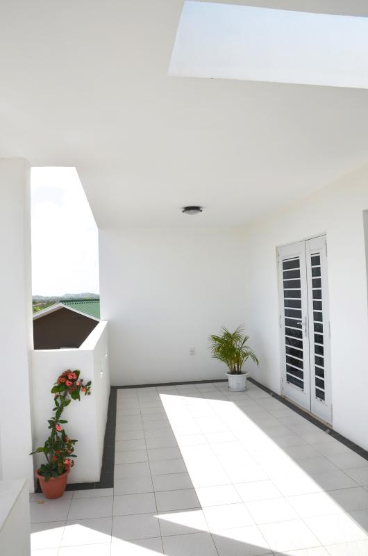 Front balcony - Advantage Apt [63C], luxurious/centrally located - Willemstad - rentals
