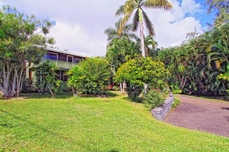 Two story - (2) One Bedroom/one bath units w/ screened in Lanais - Across from Hana Bay - 2 bedroom/2bath - Hana - rentals