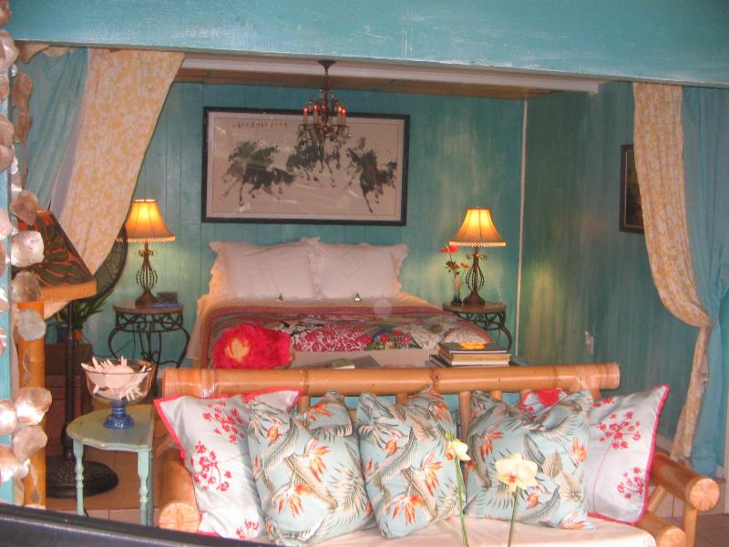 King Bed - Beth's Hawaiian Hideaway Paniolo ste - Captain Cook - rentals