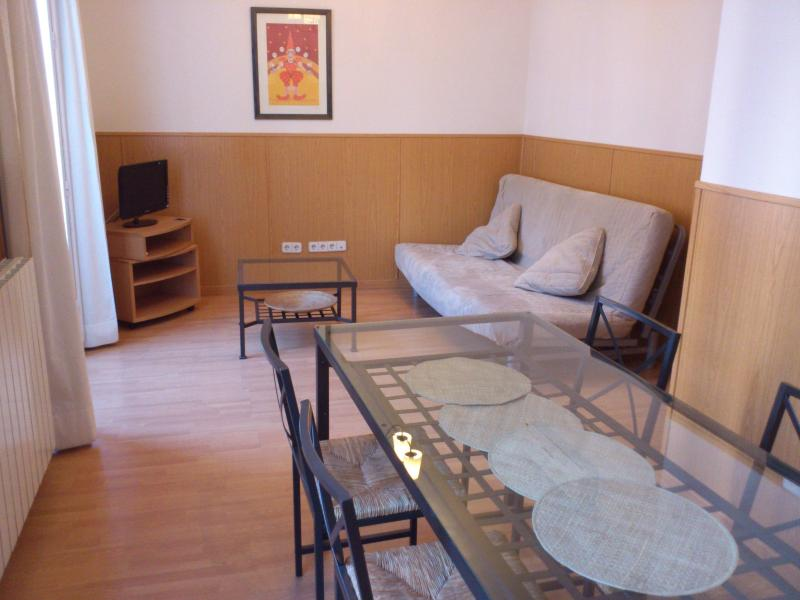 Livinginopera 4th Floor Apartment with Balcony at Madrid Centre - Image 1 - Madrid - rentals