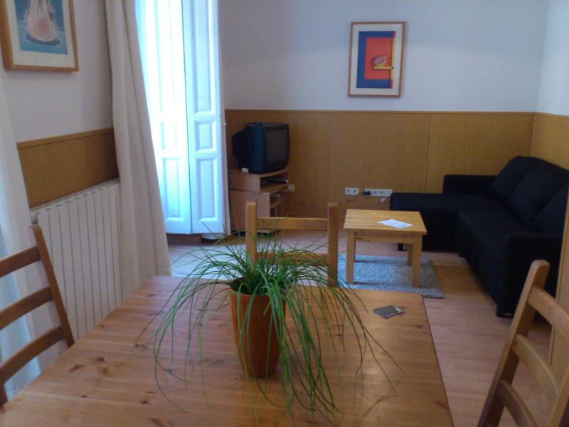 Livinginopera 3rd Floor Apartment with Balcony at Madrid Centre - Image 1 - Madrid - rentals