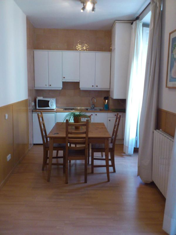 Livinginopera 2nd Floor Apartment with Balcony at Madrid Centre - Image 1 - Madrid - rentals