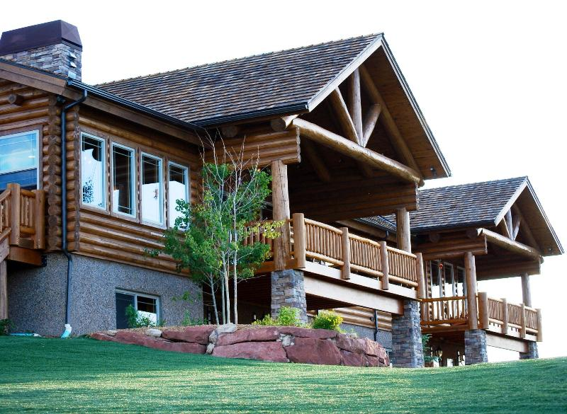Incredible log cabin estate - *FREE BACON* 5-Star Luxury, Near National Parks! - Long Valley Junction - rentals