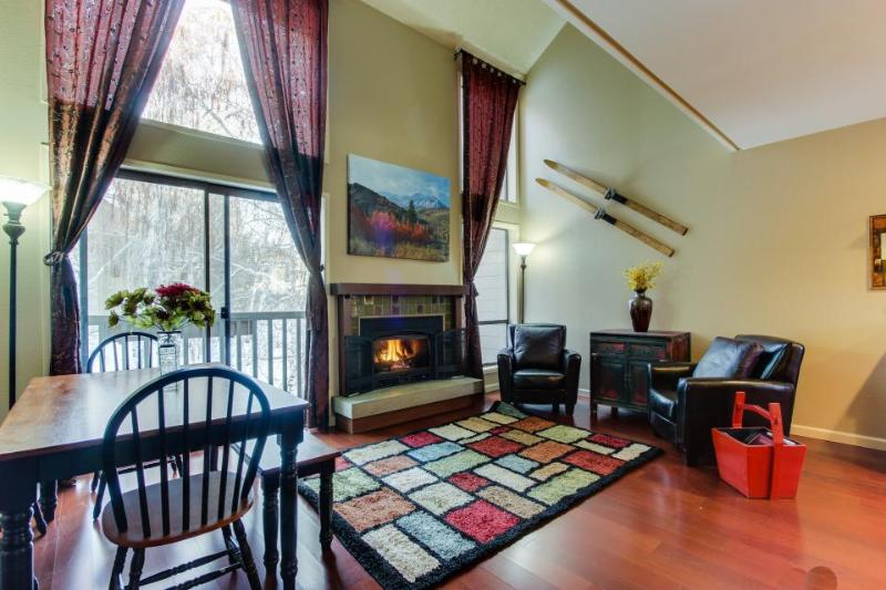 Walk to Dollar Mt. slopes from cozy condo w/pool & hot tub! - Image 1 - Sun Valley - rentals