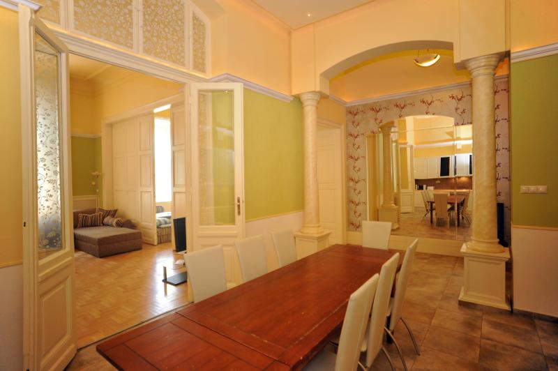 Apartment for up to 14 ppl - CAFF Downtown 140sqm 3bath 14sleeps - Budapest - rentals