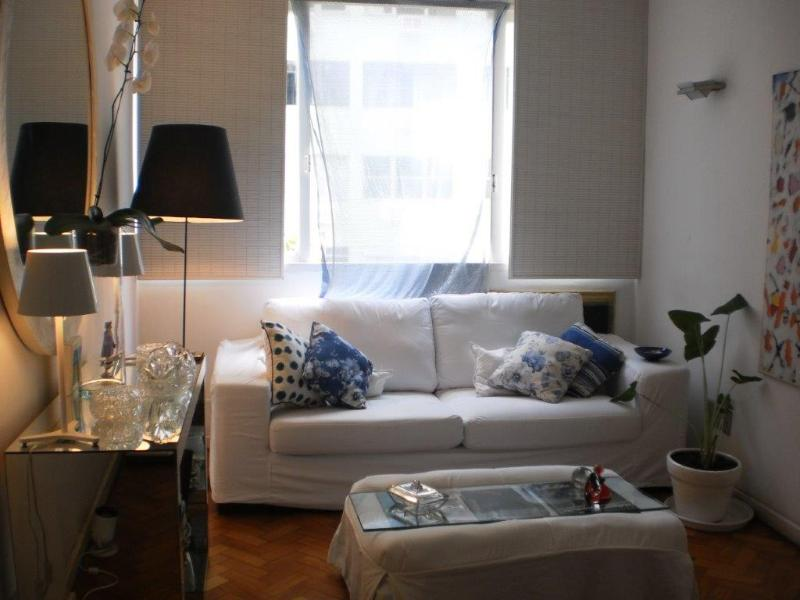 sitting room - one bed flat , one block from copacabana beach - Rio de Janeiro - rentals