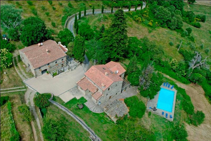 Priello aerial view - Priello, luxury farmhouse, gorgeous swimming pool - Caprese Michelangelo - rentals