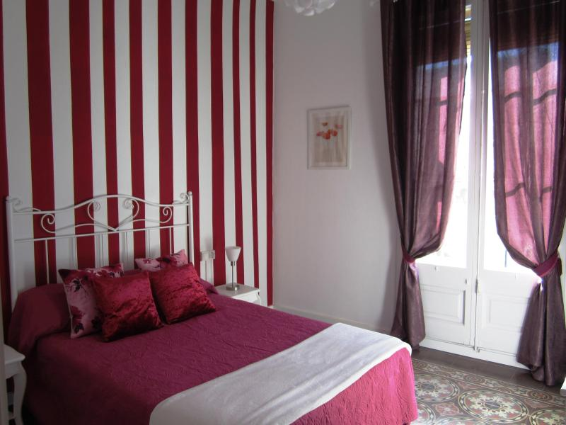 red room - CENTER PLAZA ESPAÑA   Adsl Wifi FREE HUTB-007971 - Barcelona - rentals