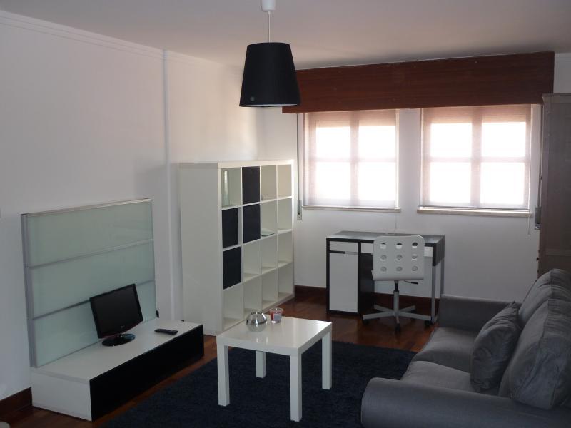 Lisbon BALCONY Penthouse @ 15th floor Views - Image 1 - Lisbon - rentals