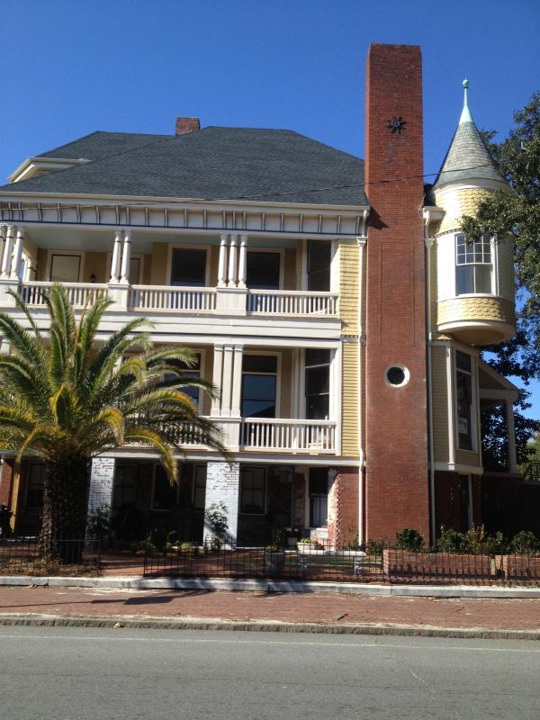 Side View - 1890 Victorian house designed by noted architect W - Savannah - rentals