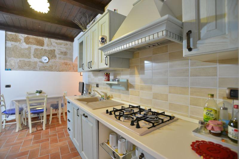 Perfect location in Old Town WITH FREE WI-FI - Image 1 - Alghero - rentals