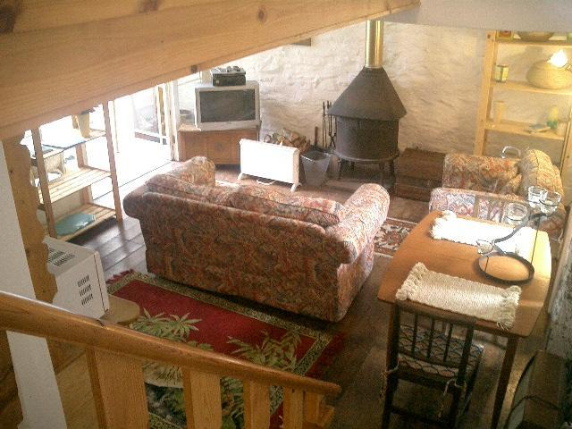 The living room - Staying in the Hay Barn - Machynlleth - rentals