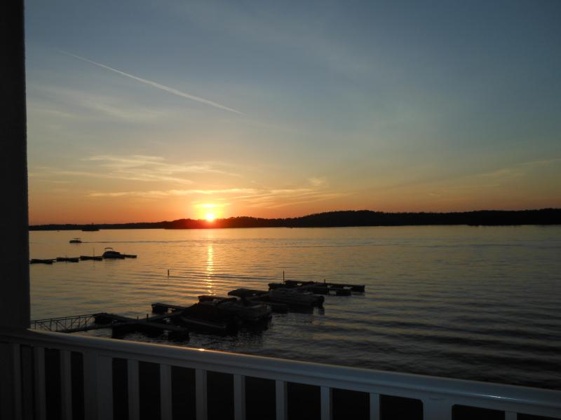 Grand lake view with beautiful sunsets - Bon Temps (Flat Rate $225/nt.) - Dadeville - rentals
