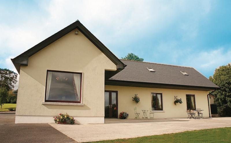 Front view of cottage - Deerpark Cottage, Co. Kildare, Ireland - Kilcullen - rentals