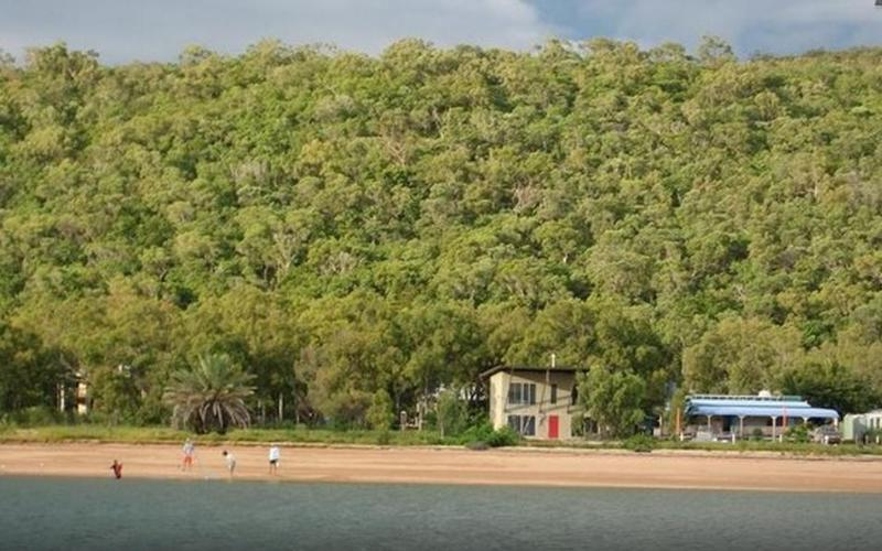 National Park Behind - Paco' Beach Hut - Magnetic Island - rentals