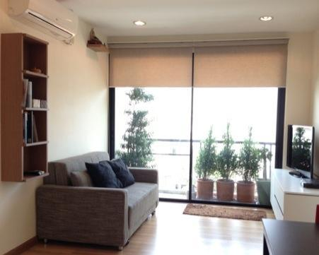 Living room with balcony - Cozy 2-bedroom near Kasetsart - Bangkok - rentals